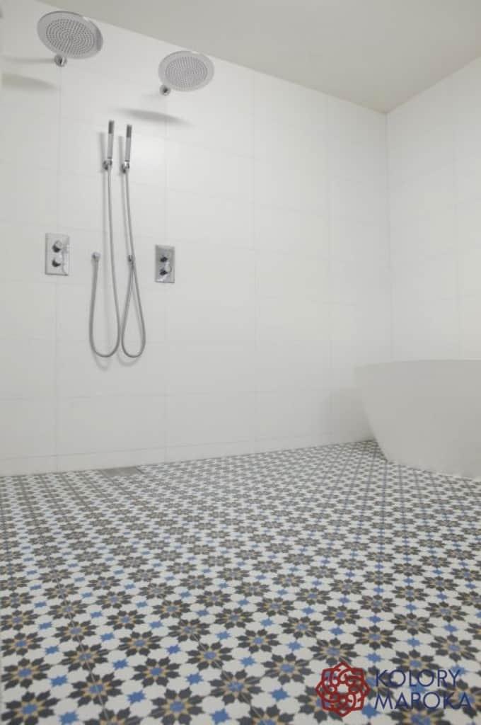 Marokańskie płytki cementowe w łazience