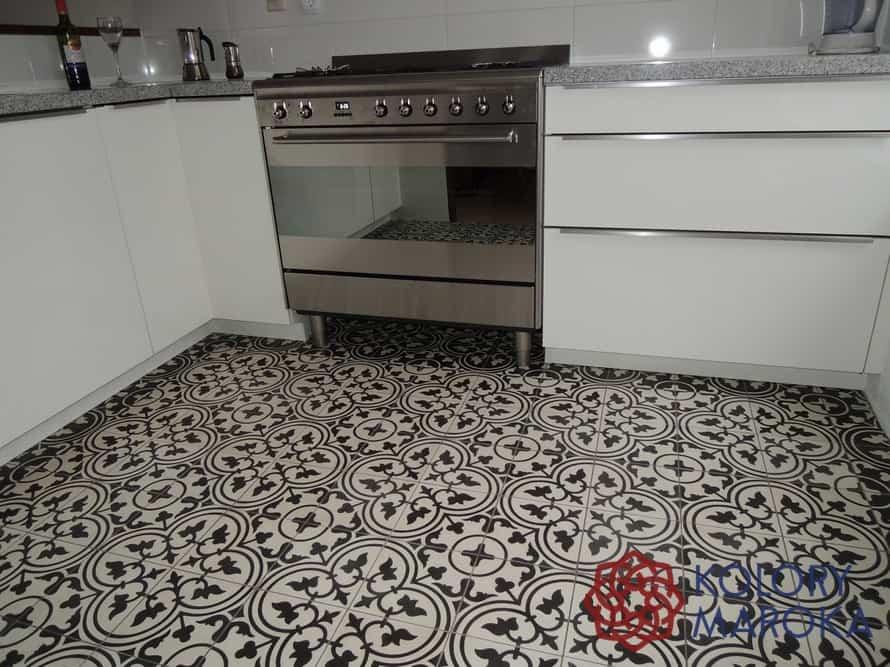 Płytki Frank w czarno białej kuchni
