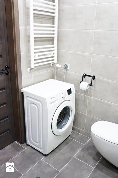Nieduża nowoczesna łazienka