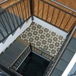 Ekskluzywne płytki podłogowe na schodach