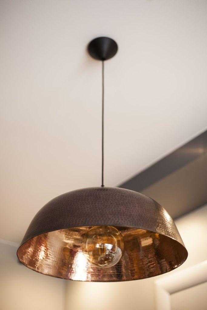 Miedziana Lampa - sufitowa lampa wisząca z ręcznie kutej miedzi 01